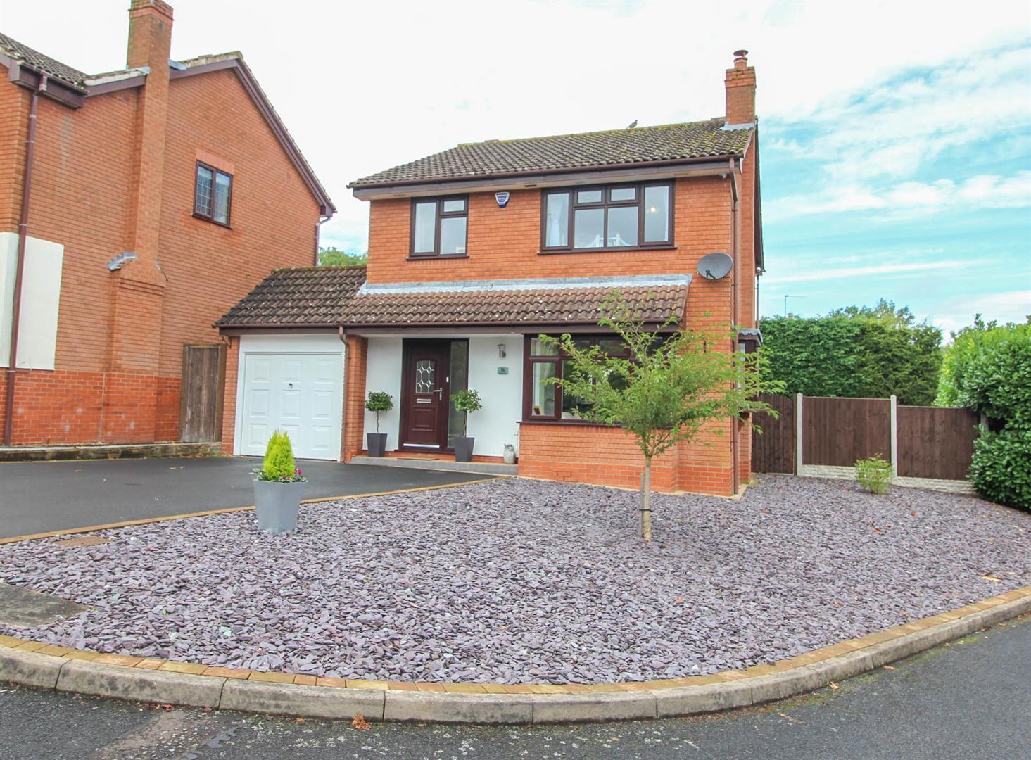 4 Bedrooms Detached House for sale in Shirehampton Close, Webheath, Redditch